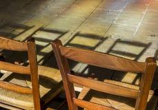 Stühle im Licht Stockbild