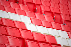 Stühle im Stadion Lizenzfreie Stockfotografie