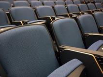 Stühle im Vorlesungssal Stockfotografie