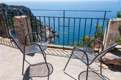 Stühle mit einer Ansicht Lizenzfreies Stockbild