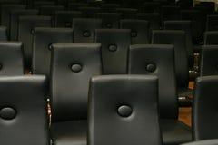 Stühle - schwarze Sitze Lizenzfreie Stockfotos