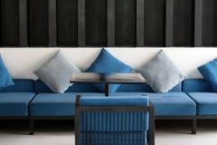 Stühle und Sofa Stockfoto