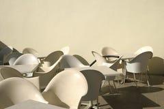 Stühle und Tabellen Stockfoto