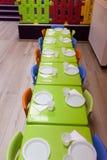 Stühle und Tabellen Stockfotografie