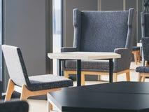 Stühle und Tabellen-Lobby-Raum-Innenausstattung Lizenzfreie Stockfotografie