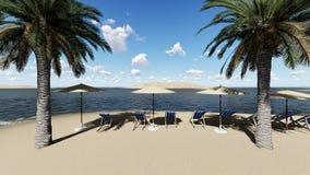 Stühle unter einem Regenschirm am Strand durch sonnigen Tag und Palmen Stockfoto