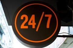 24-stündiges Zeichen Lizenzfreie Stockfotos