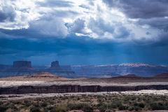 Stürmen Sie über der Wüste in Nationalpark Canyonlands Stockfotografie