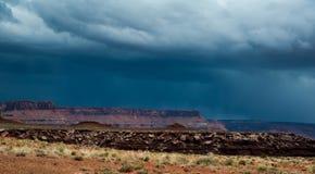 Stürmen Sie über der Wüste in Nationalpark Canyonlands Lizenzfreies Stockbild