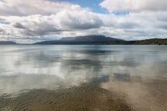 Stürmen Sie über See Tarawera und bringen Sie Tarawera, Nordinsel, Neuseeland an stockfotografie