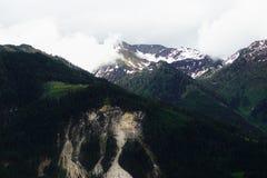 Stürmen Sie Überschrift in die Berge Stockbild