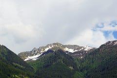 Stürmen Sie Überschrift in die Berge Lizenzfreie Stockbilder