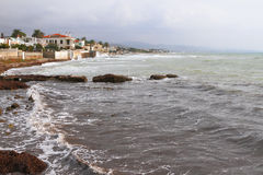 Stürmendes tyrrhenisches Meer Santa Marinella, Italien Stockfotos
