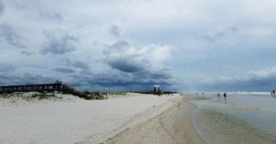 Stürmisch am Strand Stockbild