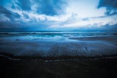 Stürmische blaue Oregon-Küste Lizenzfreie Stockfotografie