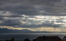 Stürmische Himmel über dem Leman See Lizenzfreie Stockfotografie