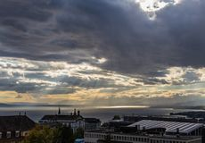 Stürmische Himmel über dem See Leman CH Stockbilder