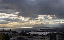 Stürmische Himmel über dem See Leman Schweizer Stockbild