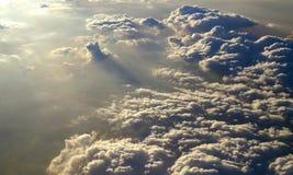 Stürmische Wolken über dem Himmel (Draufsicht) Stockfoto