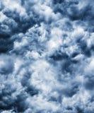 Stürmische Wolken des schweren Sturmschwarzen Stockfoto