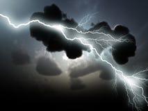 Stürmische Wolken mit Blitzen Stockbilder