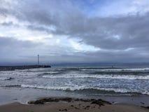 Stürmischer batic Tag in Klaipeda, Litauen lizenzfreie stockfotografie