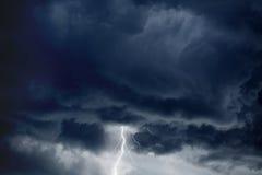 Stürmischer Himmel, Blitz Stockbilder