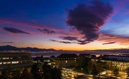 Stürmischer Himmel am Sonnenuntergang Lausanne-Stadt Stockbild