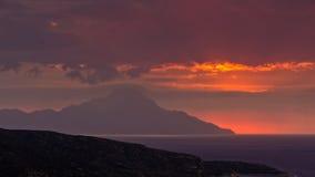 Stürmischer Himmel und Sonnenaufgang am heiligen Berg Athos lizenzfreie stockfotografie