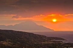 Stürmischer Himmel und Sonnenaufgang am heiligen Berg Athos stockfotografie