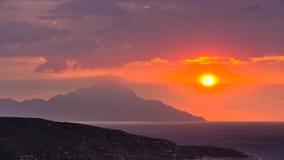 Stürmischer Himmel und Sonnenaufgang am heiligen Berg Athos stockbilder
