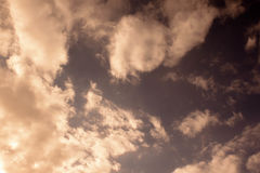 Stürmischer Himmel und Wolken Stockfotografie