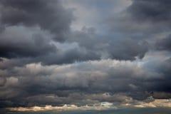 Stürmischer Himmelhintergrund Stockbild