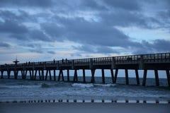 Stürmischer Ozean-Pier Lizenzfreie Stockfotos