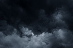 Stürmischer Regenwolkenhintergrund Stockfotos