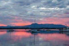 Stürmischer Sonnenuntergang auf Cowichan-Bucht Stockfotografie