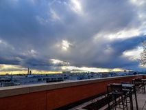Stürmischer Sonnenuntergang, der DC-Monumente bei Sonnenuntergang übersieht Lizenzfreie Stockfotografie