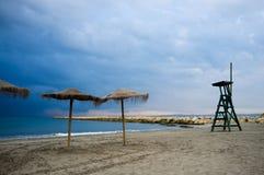 Stürmischer Tag auf dem Strand Lizenzfreie Stockbilder