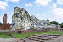Stützender Buddha bei Wat Lokkayasutharam stockbilder
