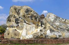 Stützender Buddha bei Wat Lokkayasutharam stockfotos