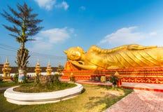 Stützender Buddha in Lao National Culture Hall Lizenzfreies Stockfoto