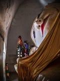 Stützender Buddha an Manuha-Tempel, Bagan, Myanmar Lizenzfreies Stockfoto