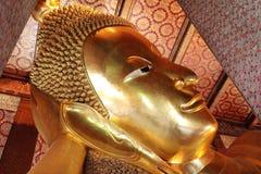 Stützender Buddha in Wat Pho Stockbild