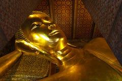Stützender Buddha Wat Pho in Bangkok Thailand. Stockfoto