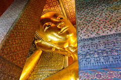 Stützendes Buddha-Goldstatuegesicht Stockfotografie