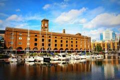 St凯瑟琳` s船坞小游艇船坞夏日视图伦敦英国 图库摄影