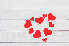 St华伦泰` s天:红色和白色颜色对比  标志纯净的爱 心脏 库存照片