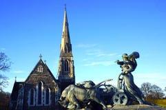 St奥尔本的教会和Gefion喷泉在哥本哈根,丹麦 免版税库存图片