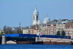 St弗拉基米尔的大教堂和Mytninskaya堤防在圣彼德堡,俄罗斯 库存照片