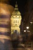 St斯蒂芬斯大教堂在布达佩斯在晚上 免版税库存照片